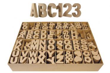 Letras, números y signos de cartón
