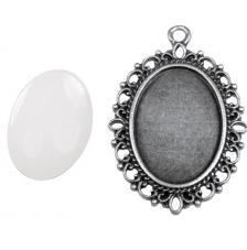 Colgante camafeo metálico con cabuchón vidrio. 2,9x3,7 cm. Oro y plata