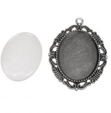Colgante camafeo metálico con cabuchón vidrio. 4,3x5,2 cm. Oro y plata
