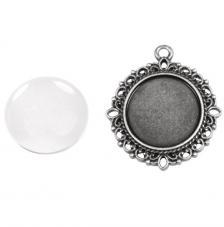 Colgante camafeo metálico con cabuchón vidrio. ∅ 3 cm. Oro y plata